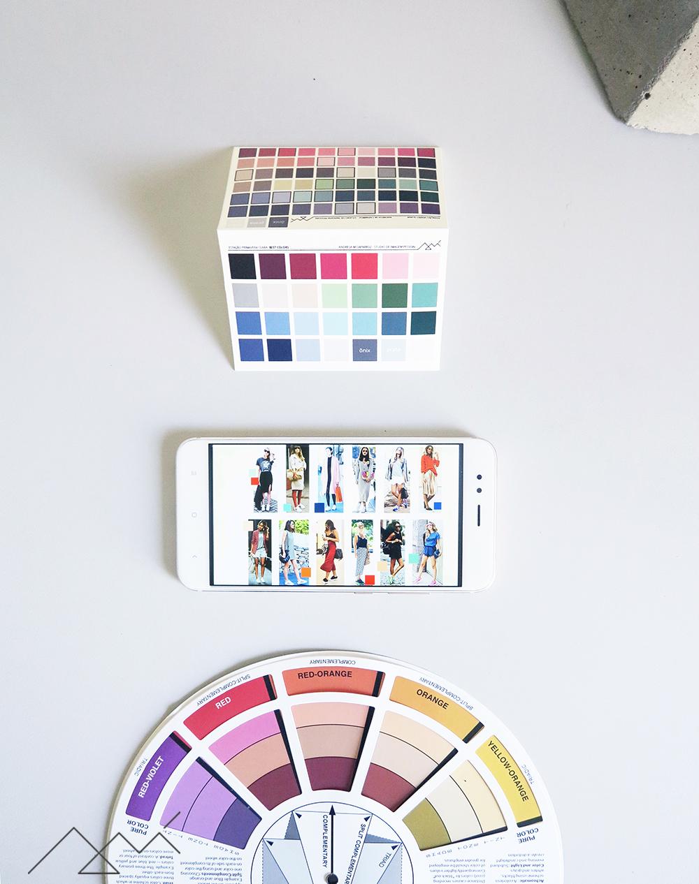 uia de cores, círculo cromático e cartela de cores pessoal disponibilizados ao cliente