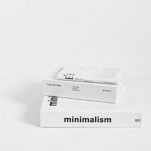 Estética minimalista e conceito de armário cápsula, por Andresa Caparroz